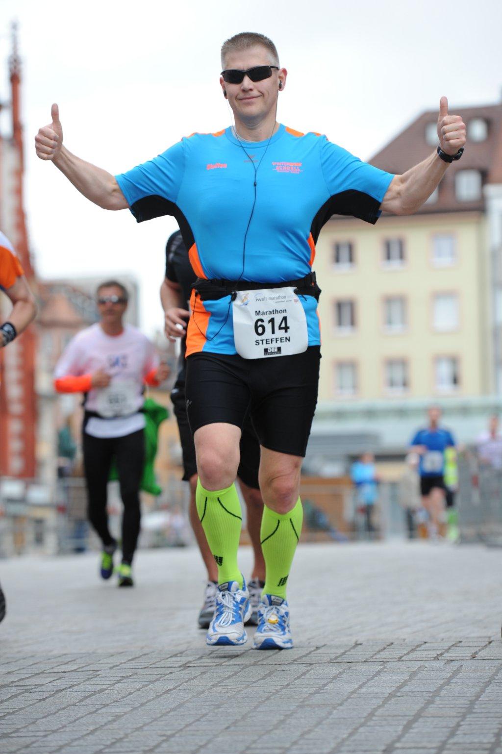 km 15 - noch kann ich lachen - 14. iWelt Marathon Würzburg 2014
