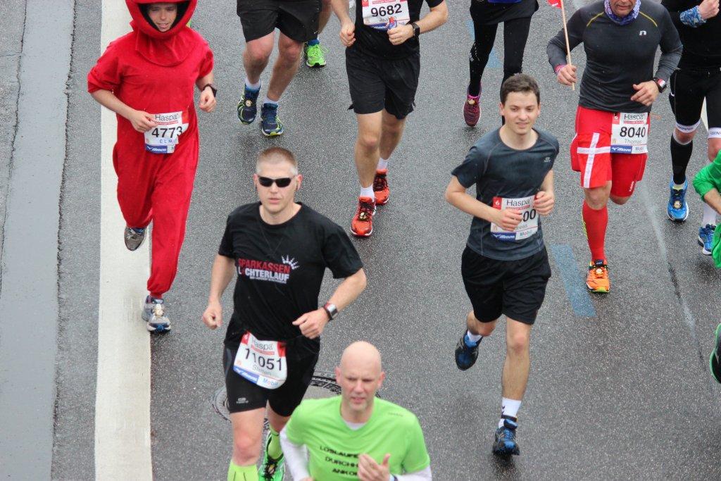 Hamburg Marathon Landungsbrücken km 12 - es läuft!