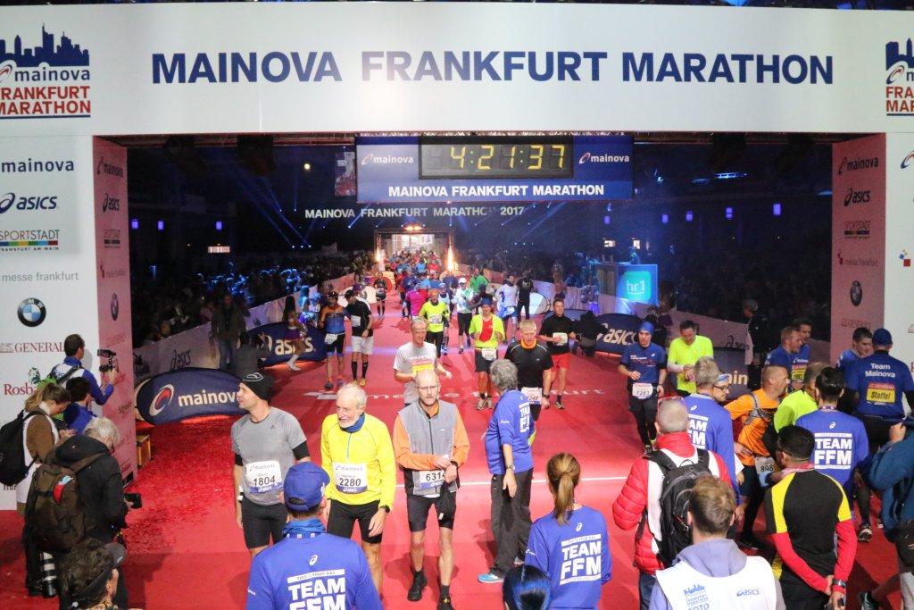 Zieleinlauf 36. Mainova Frankfurt Marathon