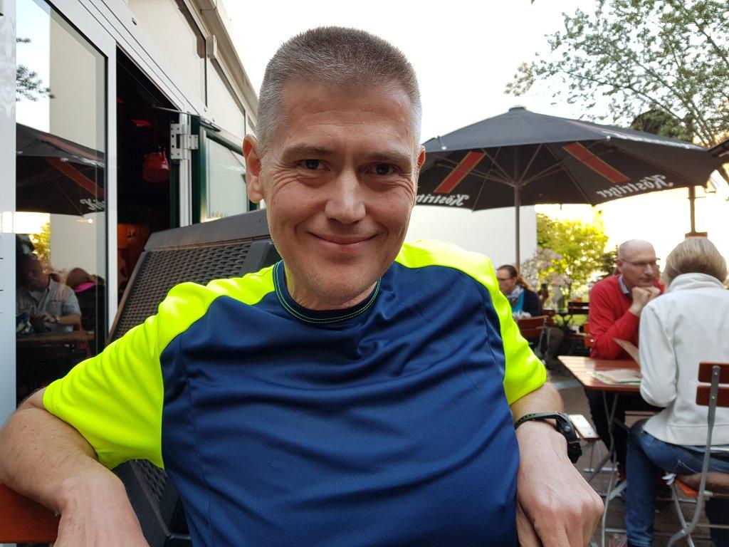 2 Stunden nach dem Supermarathon kann ich schon wieder lächeln - geht ja auch ums Essen